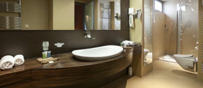 come-pulire-le-camere-degli-hotel-con-i-detergenti-verde-eco-detergenti-interchem-italia-detergenti-ecolabel-bagno