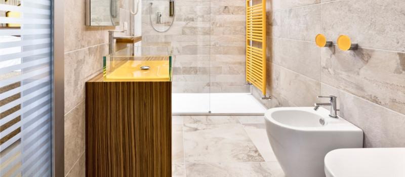 come-pulire-le-camere-degli-hotel-con-i-detergenti-verde-eco-pavimenti-bagno